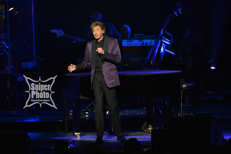 Barry Manilow - Louisville Palace - Sniper Photo-2.jpg