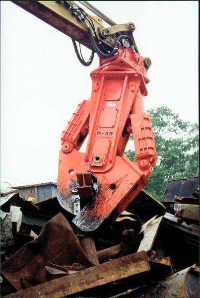 NPK M38K demolition shear on Cat excavator-C&D recycling (13).JPG