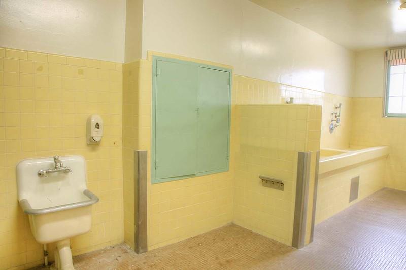 12_community_industries_bathroom_int2.jpg