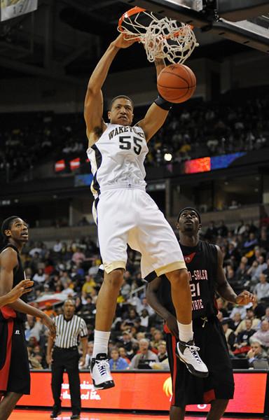 Woods dunk.jpg