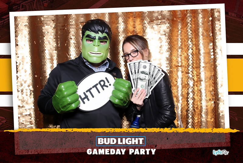 washington-redskins-philadelphia-eagles-football-bud-light-photobooth-20181203-220210.jpg