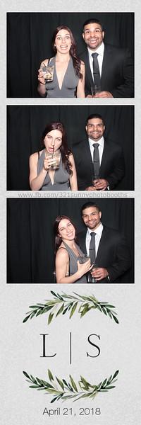 ELP0421 Lauren & Stephen wedding photobooth 5.jpg