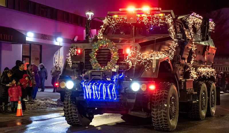 New-York-Dutchess-County-Poughkeepsie-Celebration-of-Lights-Parade-04.jpg