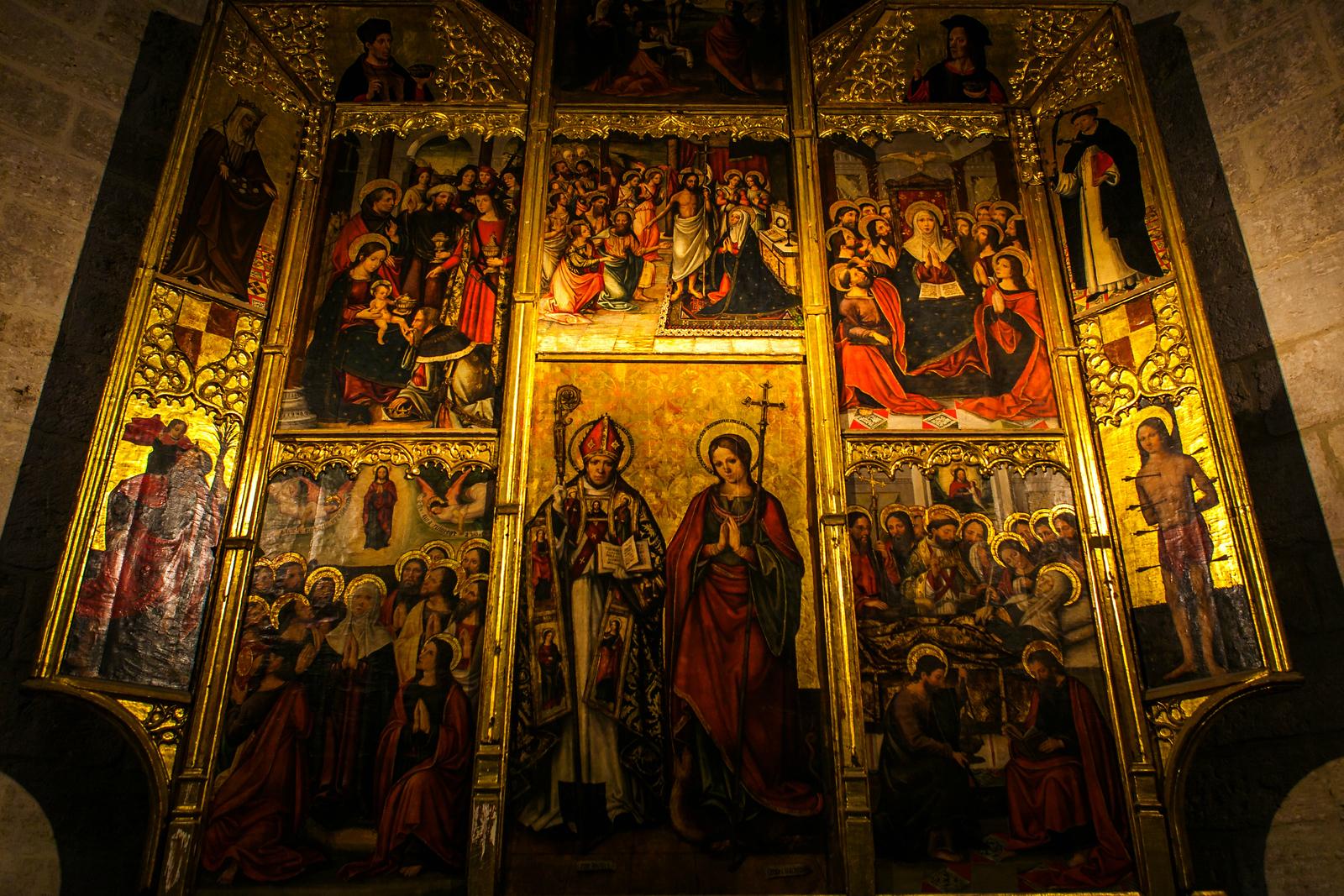 西班牙巴伦西亚主教堂,墙上的珍宝