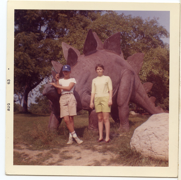 Bobby Melnick and Mobo Francie Pritchard with Jonas Dinosaur, August 1963