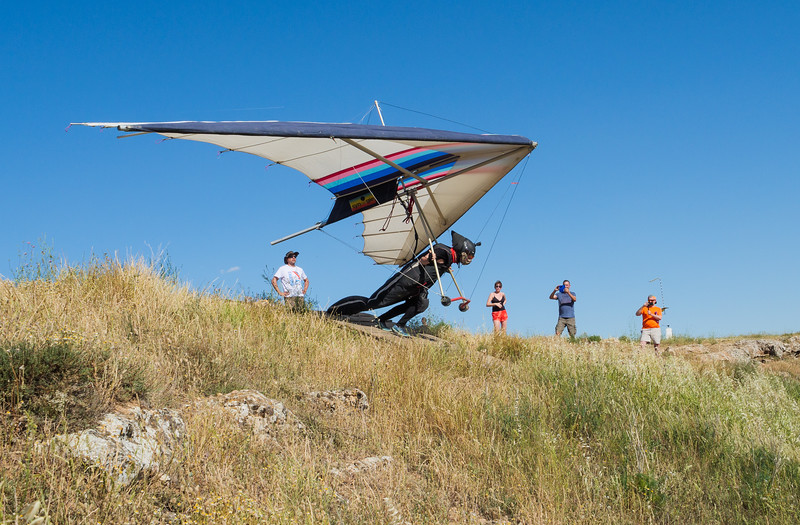 Hang glider on the take off ramp at La Muela