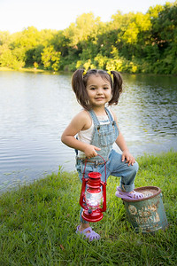 Gianna & Johnnie Joe Fishing Mini