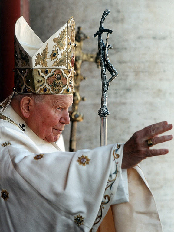 ". Pope John Paul II delivers his traditional blessing ""Urbi et Orbi\"" (Latin for to the city and to the world) at the St. Peter\'s Basilica in the Vatican in this Dec. 25, 2001 file photo. (AP Photo/Arturo Mari, File)"