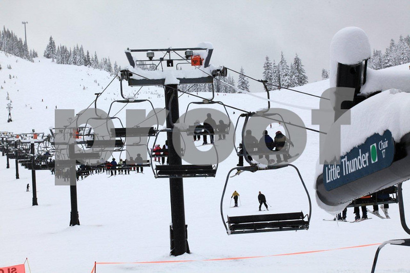 Snoqualmie ski area 9018.jpg