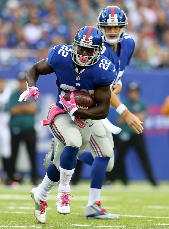 . David Wilson #22 of the New York Giants carries the ball in the first quarter against the Philadelphia Eagles  at MetLife Stadium on October 6, 2013 in East Rutherford, New Jersey.  (Photo by Elsa/Getty Images)