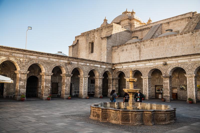 Arequipa - Iglesia de la Compania de Jesus-8406.jpg