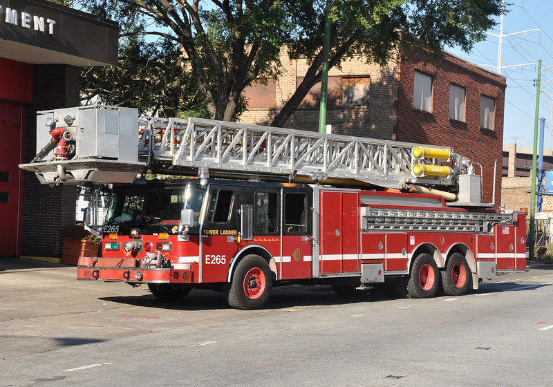 CFD Tower Ladder 34 before being renumbered from E-265