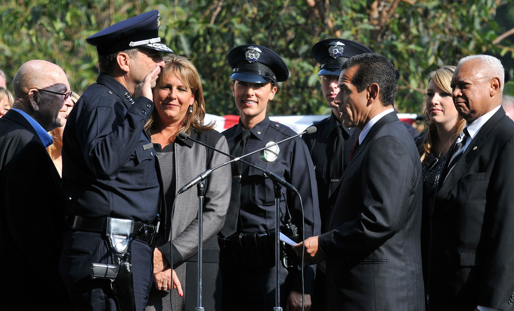 . Los Angeles Mayor Antonio Villaraigosa gave LAPD Chief Charlie Beck the oath of office today. Members of Beck�s family stood around him in the courtyard of the new Police Administration Building during the ceremony in Los Angeles today. CA 12-03-2009. (John McCoy/L.A. Daily News)