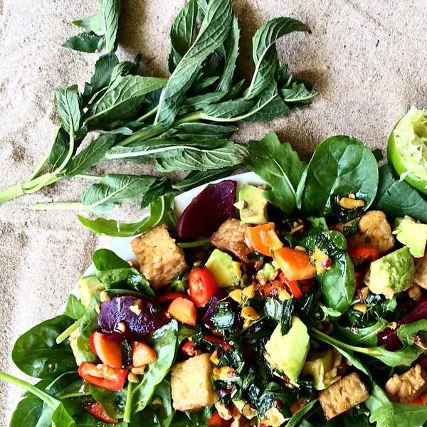 MINT__GINGER___TEMPEH_SALAD__spinach__rocket__beetroot__capsicum__carrot__avocado__walnuts__tempeh__garlic__mint__olive_oil__tamari__honey__apple_cider_vinegar__ginger__chilli_by_tash_jordan_nutritionist.jpg