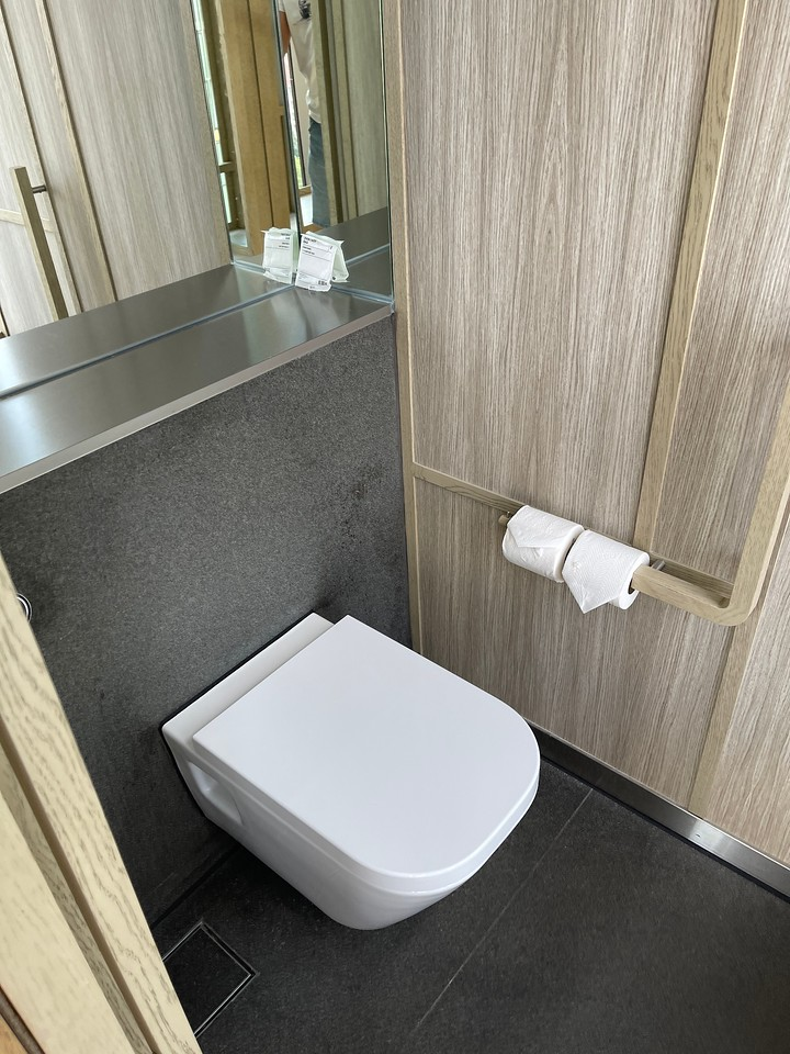 ParkRoyal Pickering Signature Room WC
