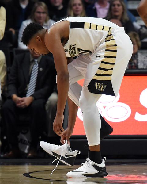 Terrence Thompson loses shoe.jpg