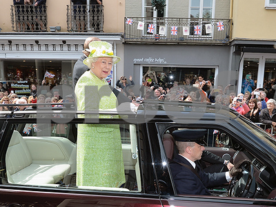 what-do-you-get-a-queen-for-her-90th-birthday-how-britain-celebrated-queen-elizabeth