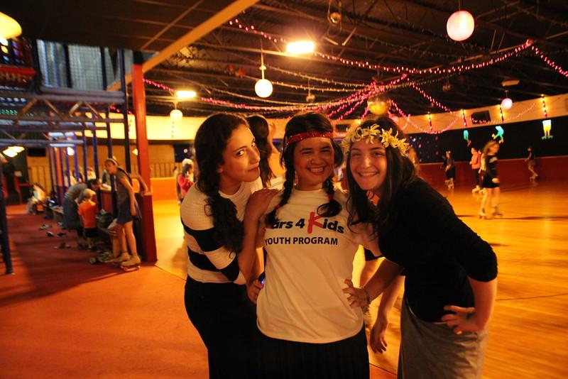 kars4kids_thezone_camp_GirlDivsion_trips_RollerSkating (20).JPG