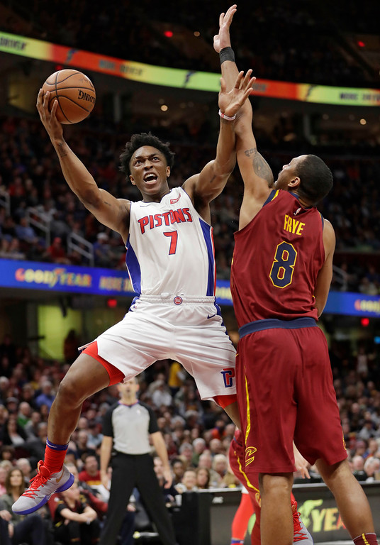 . Detroit Pistons\' Stanley Johnson (7) drives to the basket against Cleveland Cavaliers\' Channing Frye (8) in the second half of an NBA basketball game, Sunday, Jan. 28, 2018, in Cleveland. The Cavaliers won 121-104. (AP Photo/Tony Dejak)
