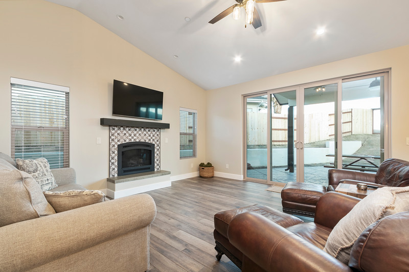 3510 Lakeside Village 16 Living Room.jpg