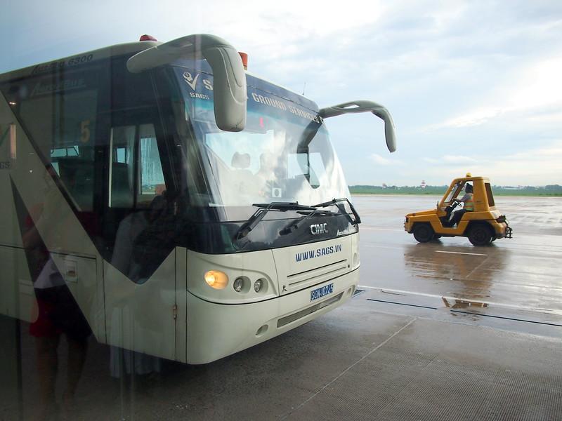 PA198295-bus-to-plane.JPG