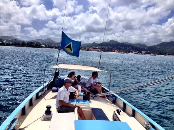 Undersail mast to stern.JPG
