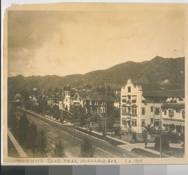 HollywoodBlvdNearHighlandAv-1906.jpg