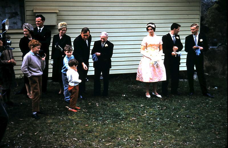 1961-8-19 (30) Lynette Swan, Dick &  Judy Jones, Adrian Swan, Dad,Elaine, Nigel, Graham with Tom, Peter & Andrew Swan.JPG