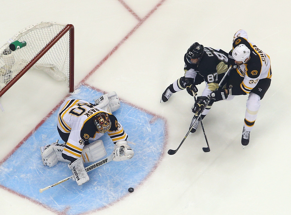 . PITTSBURGH, PA - JUNE 01:  Tuukka Rask #40 of the Boston Bruins covers the puck as Sidney Crosby #87 of the Pittsburgh Penguins looks for the rebound in Game One of the Eastern Conference Final during the 2013 NHL Stanley Cup Playoffs at Consol Energy Center on June 1, 2013 in Pittsburgh, Pennsylvania. The Bruins defeated the Penguins 3-0.  (Photo by Bruce Bennett/Getty Images)