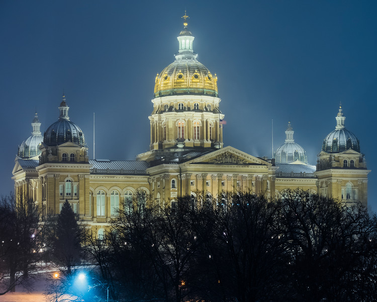 First Snow of 2019 at the Iowa State Capitol