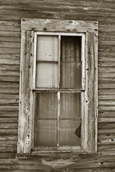 Single Window B&W 06-10-06.jpg