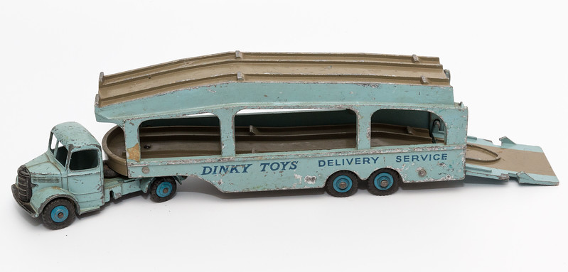 Dinky-Toys-582-Bedford-CarTransporter1.jpg
