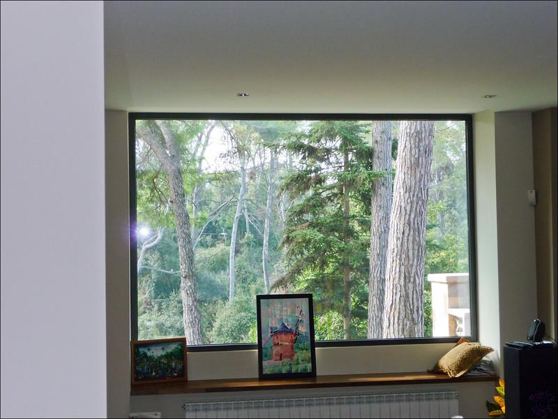 La vue derrière les fenêtres est toujours aussi sympa :-)