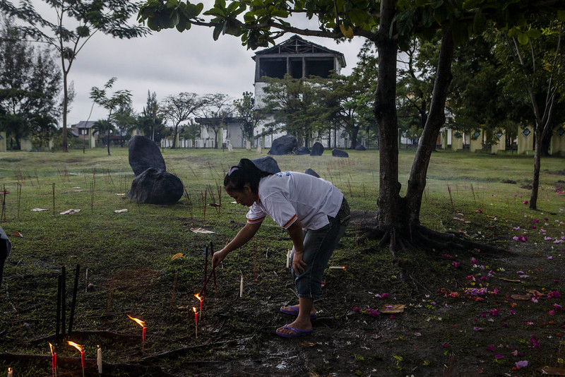 . An Buddhist worshiper lights incense sticks as they pray for victims to commemorate the ten anniversary of tsunami at mass grave on December 25, 2014 in Banda Aceh, Indonesia. Aceh was the worst hit location, being the closest major city to the epicenter of the 9.1 magnitude quake, suffering a huge hit from the following tsunami and resulting in around 130,000 deaths. Throughout the affected region of eleven countries, nearly 230,000 people were killed, making it one of the deadliest natural disasters in recorded history. (Photo by Ulet Ifansasti/Getty Images)