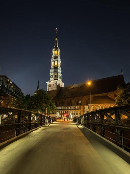 Hamburg Speicherstadt sein Katharinenkirche bei Nacht