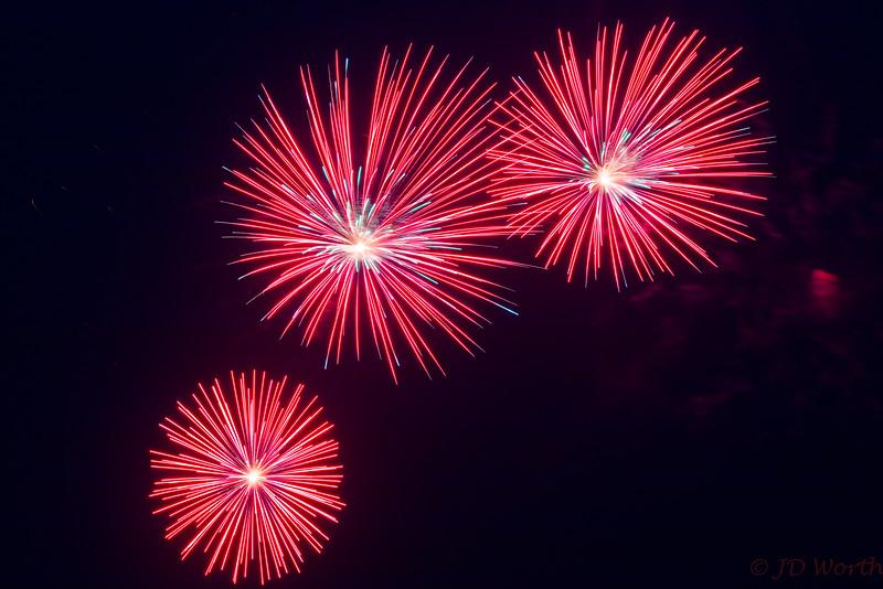 0705-0719 LOW Fireworks - Red Light Green Center Urchins Trio-5344.jpg