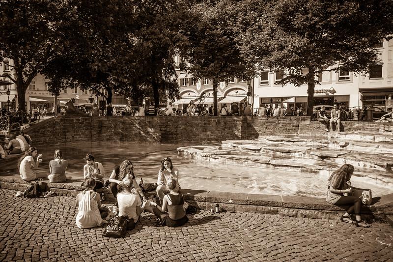 Life scene around Rindermarkt.