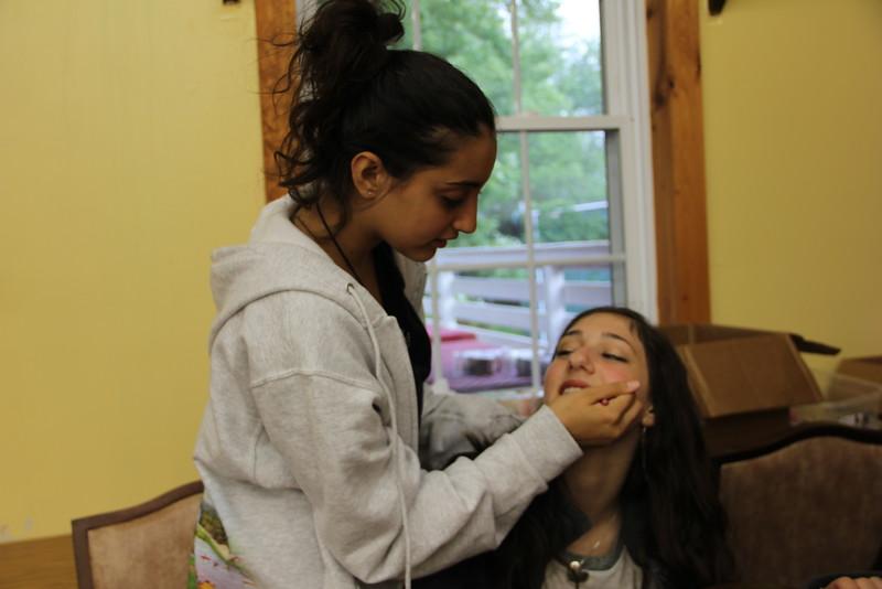 kars4kids_thezone_camp_girlsDivsion_activities_Workshops_Makeup (12).JPG