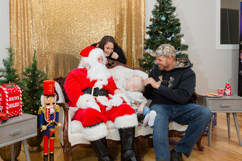 FADS Picture with Santa-349.jpg