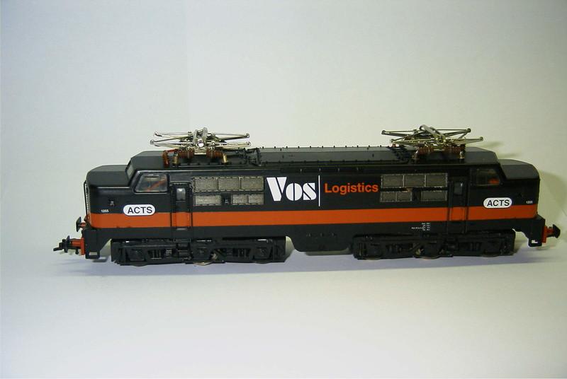FL 4372 ACTS Vos 1255 zwart zij.JPG