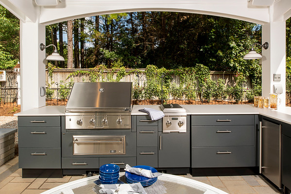 Distinctive Outdoor Kitchens