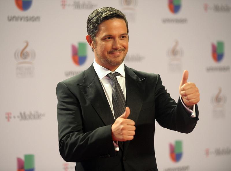 """. Alejandro Sanz arrives at the 25th Anniversary Of Univision\'s \""""Premio Lo Nuestro A La Musica Latina\"""" on February 21, 2013 in Miami, Florida.  (Photo by Gustavo Caballero/Getty Images for Univision)"""