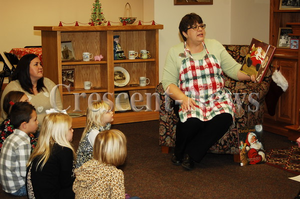 12-10-16 NEWS Cookies with Mrs. Claus