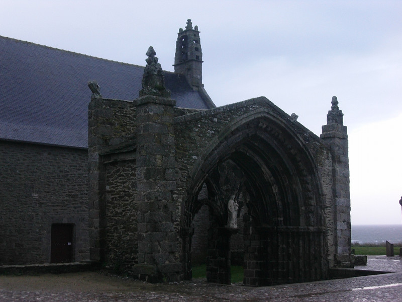 Kirke ved Pointe St Mathieu (Foto: Ståle)