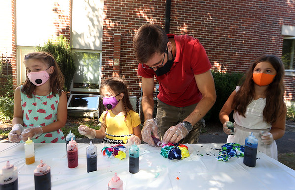 Tie-dye at Lawrence Library 082620