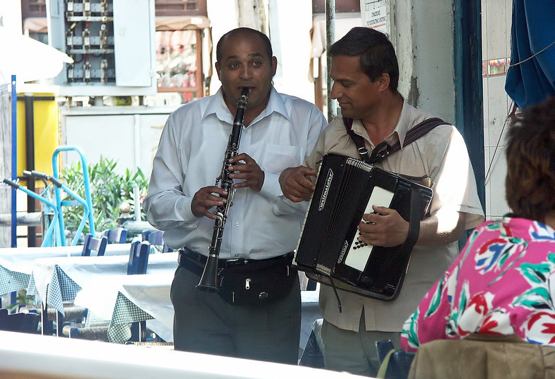 clarinet-accordian-musicians.jpg