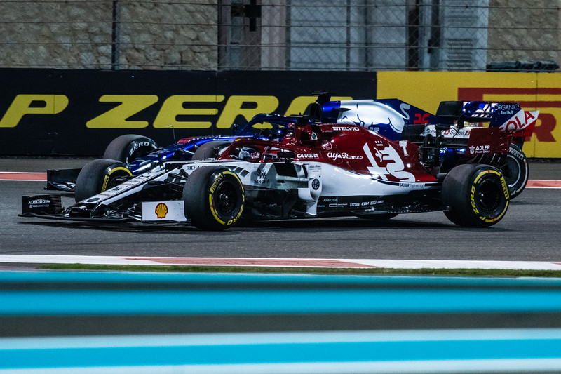 Kimi Raikkonen overtaking Daniil KVYAT, UAE/Abu Dhabi, 2019