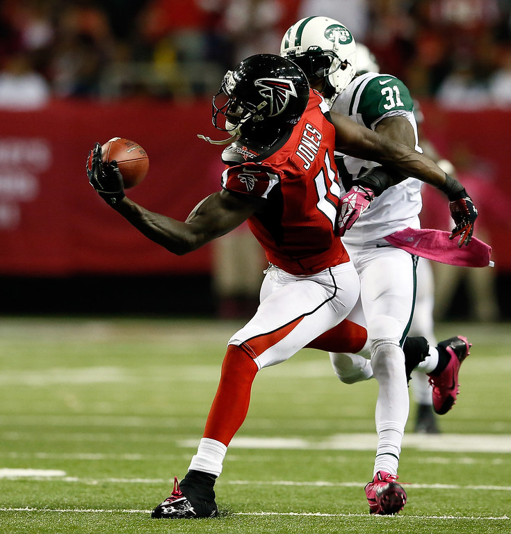 . Wide receiver Julio Jones #11 of the Atlanta Falcons makes a catch as cornerback Antonio Cromartie #31 of the New York Jets defends during their game at the Georgia Dome on October 7, 2013 in Atlanta, Georgia.  (Photo by Kevin C. Cox/Getty Images)