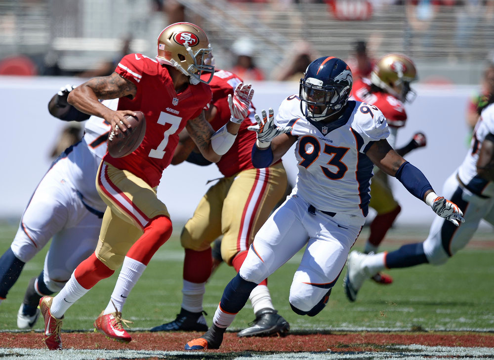 . Denver Broncos defensive end Quanterus Smith (93) chases San Francisco 49ers quarterback Colin Kaepernick (7) during the first quarter August 17, 2014 at Levi\'s Stadium. (Photo by John Leyba/The Denver Post)