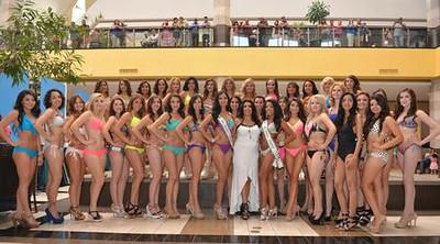Desfile de trajes de baño en Cielo Vista Mall